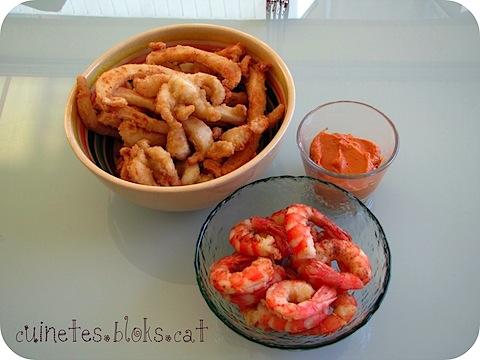 Txocos de sípia i gambes a l'andalusa amb salsa romesco (cuina d'agermanament)