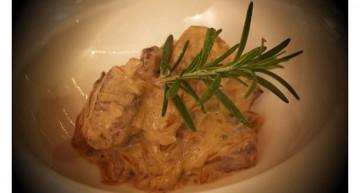 Entrecot marinat amb chimichurri amb salsa de ceba confitada i formatge cremós (tendríssima la carn)!!!