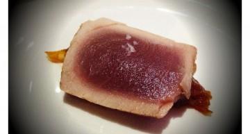 Tataki de tonyina amb chutney de carbassa i papaia
