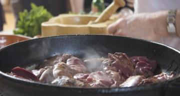 Coent els fetges de pollastre